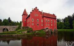 Červená Lhota on the pond